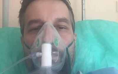 Tarabov asistent šíril hoaxy o koronavíruse, až kým sa ním sám nenakazil. Bez dýchacej masky teraz prejde len pár metrov.