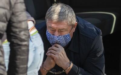 Policajný funkcionár, ktorého zadržali v rovnaký deň ako Dušana Kováčika, sa priznal ku všetkým skutkom. Spolupracuje s políciou.