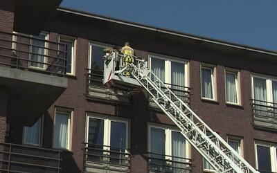 87letý muž umírá v pečovatelském domově. Členové rodiny poprosili hasiče, aby je vyvezli k oknu jeho pokoje