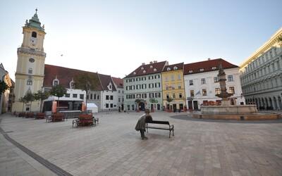 V Bratislavskom kraji sa uvoľňujú obmedzenia na hromadných akciách. Na futbal môže opäť zájsť 1 000 divákov.