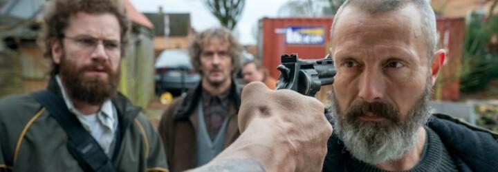Mads Mikkelsen je nový John Wick. V napínavém akčním traileru učí geeky vraždit členy násilnického gangu