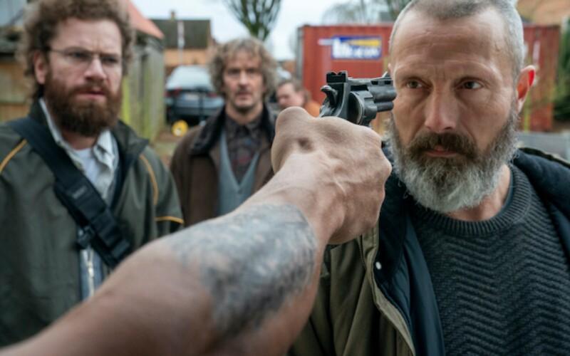Mads Mikkelsen je nový John Wick. V napínavom akčnom traileri učí nerdov vraždiť členov násilníckeho gangu.