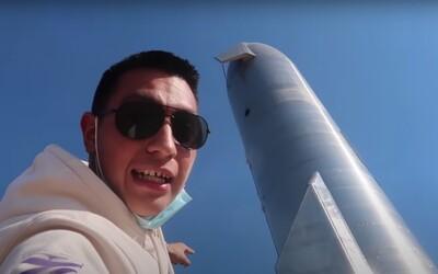 Youtuber bez povolení vnikl do areálu společnosti SpaceX a nahrával si to na video. Nyní má problém.