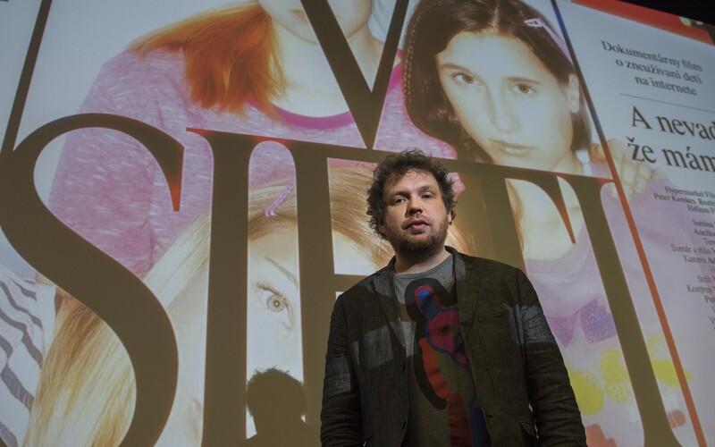 Mladému muži, který si psal o sexu s herečkou ve filmu V síti, hrozí až dva roky vězení.