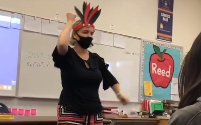 VIDEO: Žiaci v Kalifornii natočili učiteľku, ako na hodine zosmiešňuje Indiánov. Vedenie školy ju prepustilo.