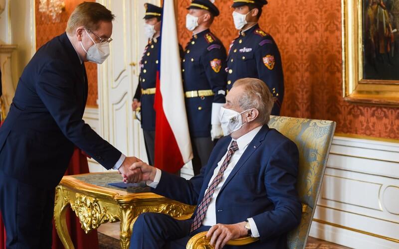 """""""Pozvěte hyeny,"""" prohlásil prezident směrem k novinářům těsně před jmenováním nového ministra zdravotnictví."""