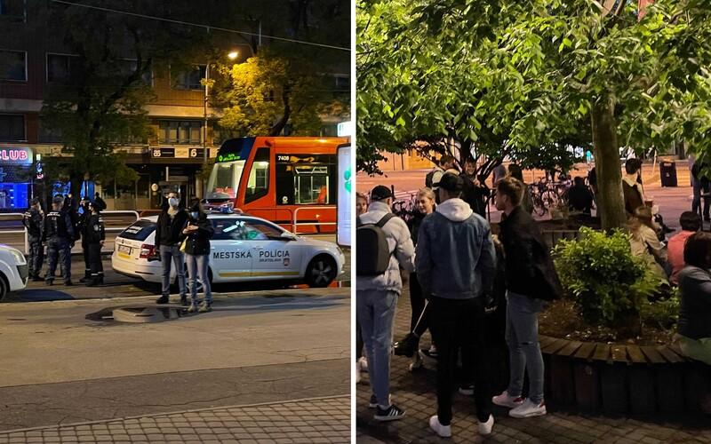 V Bratislave sú ľudia v uliciach aj po deviatej. Policajti ich musia posielať domov, ešte stále platí zákaz vychádzania.