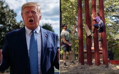 Osmiletá dívka přelezla repliku Trumpovy stěny proti migrantům. Tvrdil, že to nedokáže ani profesionální horolezec