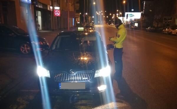 9 ľudí v aute a opitý šofér. Policajti v Trnavskom kraji opäť riešili nezvyčajný dopravný prípad