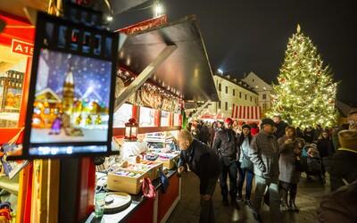 Tradičné vianočné trhy organizované magistrátom v Bratislave tento rok nebudú. O trhoch na Hviezdoslavovom námestí ešte nie je rozhodnuté.