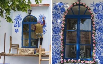 90-ročná česká babička trávi dni vonku maľovaním úchvatných ornamentov. Vyzdobiť miestnu kaplnku zvládla len pomocou jednoduchého štetca