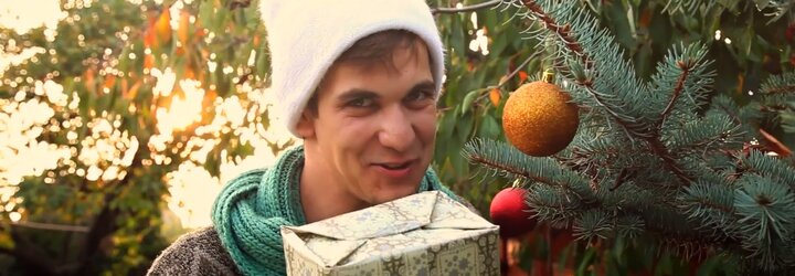 Skupina S Hudbou Vesmírnou sa už chystá na Vianoce, čo ukazuje v novom videoklipe