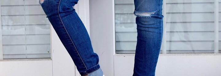 Ženy nechápu, kto vymyslel džínsy roztrhané priamo na zadku. Návrhár si zrejme povedal, že vo svete nie je dosť obťažovania