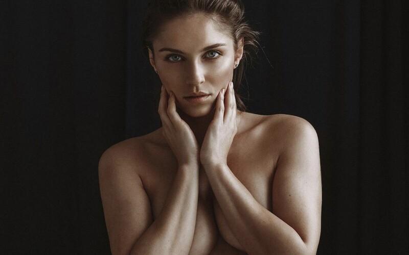 """Podľa mňa to hraničí s online prostitúciou. Známe Slovenky sme sa opýtali, prečo neprofitujú zo svojich fotiek cez OnlyFans. """"Pokiaľ vznikajú fotky nahého ženského tela priamo s úmyslom na nich zarobiť, tak je to stále predávanie seba samej,"""" povedala nám Barbora Bakošová."""