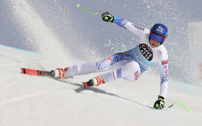 Lyžiarka Petra Vlhová skončila v zjazde Svetového pohára v Crans Montane štvrtá. Na tretie miesto jej chýbalo 0,16 sekundy. Je to jej maximum, doteraz sa najlepšie umiestnila šiesta. (FOTO:TASR/AP)
