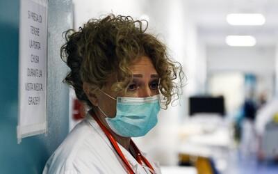 Britka v nemocnici udrela sestričku do brucha a opľula ochranku. V cele čaká na súdny proces.