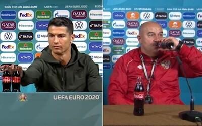 Ruský tréner sfúkol Ronaldovo odmietanie Coca-Coly. Na tlačovke vzal obidve fľašky, jednu si otvoril a schuti sa napil.