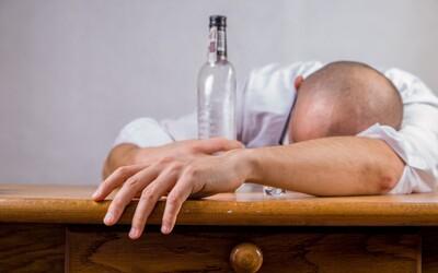 Počas karantény viac spíme a častejšie pijeme alkohol. Výživový poradca a tréner radí, ako si nastaviť režim