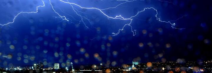 Polovinu Česka v sobotu zasáhnou silné bouřky. Byla vydána výstraha