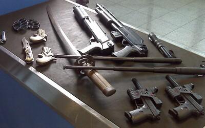 U rakúskeho seniora našli 40 automatických zbraní, milión kusov nábojov aj stovky revolverov. Udala ho bývalá frajerka.