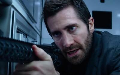 Jake Gyllenhaal vykrádá banku v explozivním traileru na skvěle vypadající akční film Ambulance od Michaela Baye.
