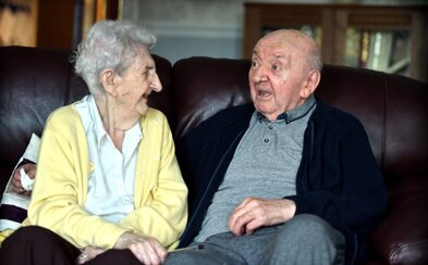 98letá babička se přestěhovala do domova důchodců, aby se postarala o 80letého syna. Ada nikdy nepřestala být matkou