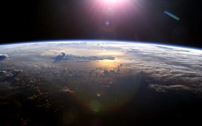Do vesmíru se SpaceX odletěla první posádka složená jen z civilistů.