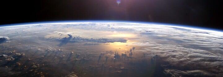 VIDEO: Neriadená čínska raketa padajúca z vesmíru zasiahla Zem. Zrútila sa blízko Maldív