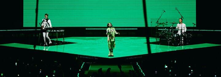 Falešné vstupenky a přespávání před O2 arenou kvůli nejlepším místům. Jak Billie Eilish rozplakala tisíce českých fanousků?