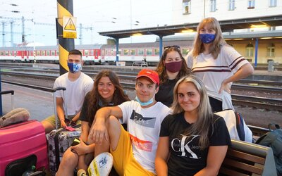 V úterý odjel první vlak do Chorvatska, někteří si sbalili více roušek než ponožek