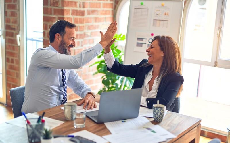 Počet žen a mužů ve vedoucích funkcích se v Česku vyrovná až v roce 2060, ukazuje nová studie.