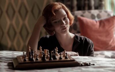 Ženská ikona šachu žaluje tvorcov The Queen's Gambit z Netflixu za sexizmus. V seriáli vraj cielene klamali o jej úspechoch.