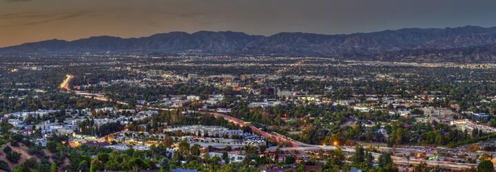 Len pár kilometrov od centra L.A. leží mekka porno priemyslu. V údoli San Fernando sa vyprodukuje až 90 % amerických pornofilmov