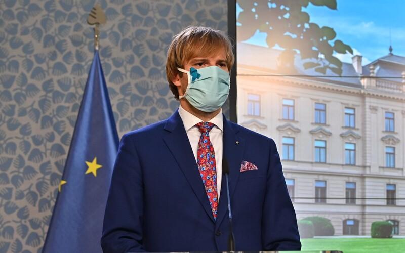 Ministr zdravotnictví Adam Vojtěch rezignoval.