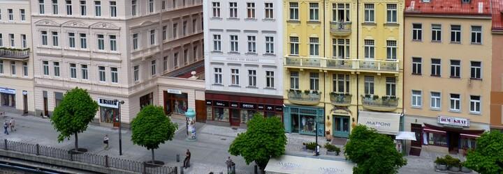 Podívali jsme se do Karlových Varů: města termálních lázní, oplatků, alkoholu, azbuky a monumentální architektury. Stojí za návštěvu?