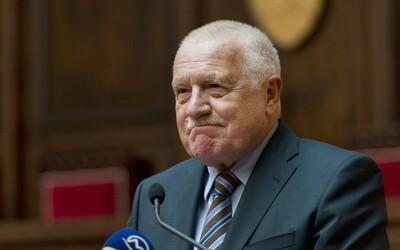 Aktualizováno: Václav Klaus přijel do nemocnice navštívit Zemana.