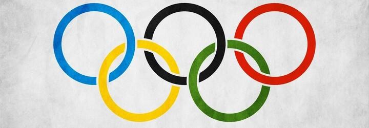 Lyžiar pobozkal na olympiáde svojho priateľa a podčiarkol, ako ďaleko sa už spoločnosť pohla. Pred 4 rokmi v Rusku na to odvahu nenašiel