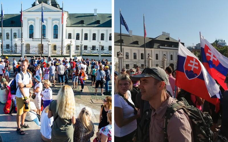 """Pred Prezidentským palácom protestujú stovky ľudí """"proti genocíde"""". Nechcú ani opatrenia, ani očkovanie, ani testy."""