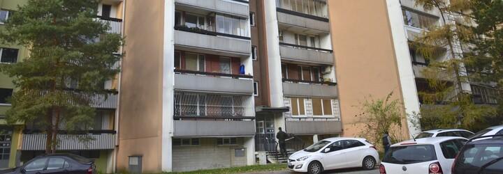 Tříleté plačící dceři hrozila, že ji hodí z balkonu v 6. patře. Ruska své dítě nakonec neudržela a pustila ho na zem