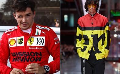 Ferrari má za sebou debutovou módní přehlídku. Návrhům dominovaly nápisy, červená barva a volné střihy