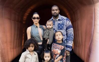 Kanye West ubezpečuje fanúšikov, že je v poriadku. Dodáva, že plakal pri myšlienke o potrate najstaršej dcéry