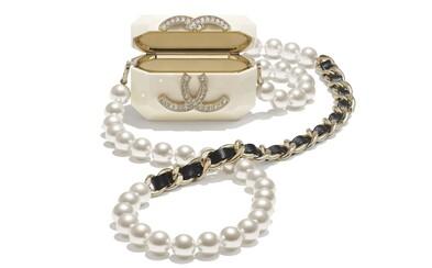 Pouzdro na Airpody za 57 tisíc korun. Chanel nabízí luxus pro oblíbená sluchátka