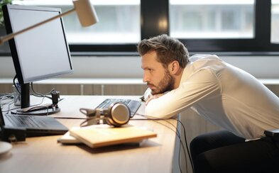 Si ambiciózna, ovládaš pravopis a prácu s FB? Overovali sme si, aké ponuky sa skrývajú za pracovnými inzerátmi v skupinách