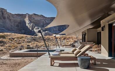 Takto vypadá dovolenkový sen uprostřed pouště, v němž si užívají chvíle volna Kylie Jenner, Kim Kardashian či manželé Bieberovi