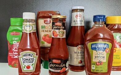 Veľký test kečupov: ktorý má najvyšší podiel rajčín, ako chutí kečup so stéviou a oplatí sa kupovať jeho bioverziu?