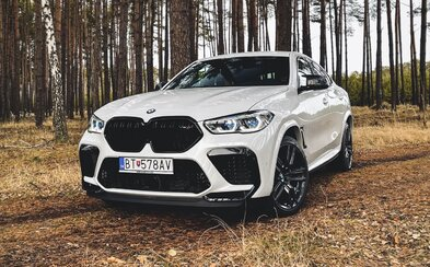 Z nového X6 M Competition nám padla sánka. 625-koňové BMW popiera fyzikálne zákony