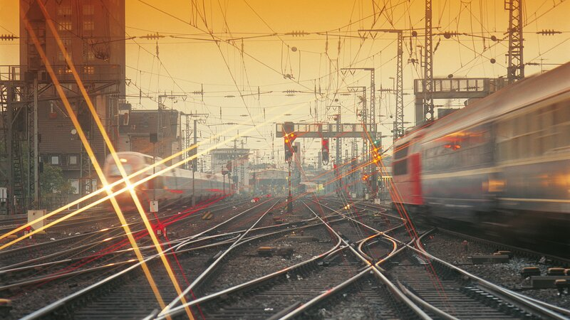 Aká je najvyššia rýchlosť, ktorou môžu ísť vlaky na tratiach slovenských železníc?