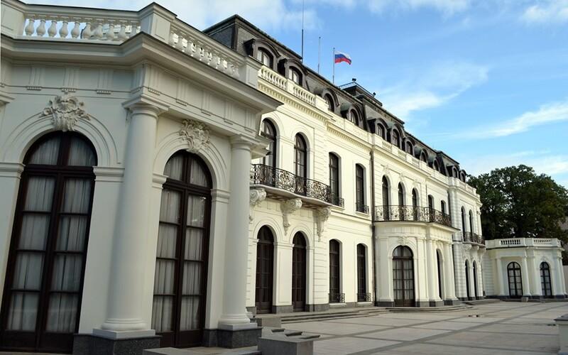 """""""Muž s ricinem"""" a další ruský diplomat byli vyhoštěni z Česka, na odjezd mají dva dny. Ruské velvyslanectví je rozčarováno."""
