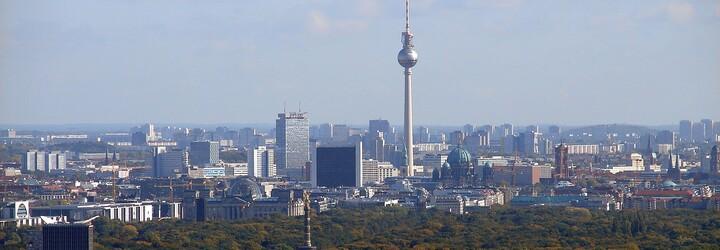 Berlínčania si v referende odhlasovali vyvlastnenie bytov veľkých firiem. Chcú stlačiť šialené ceny bývania