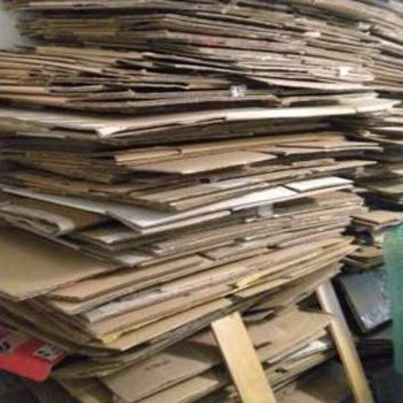 Patří pevné kartonové krabice do zvonu na papír?